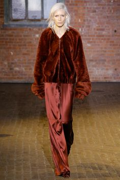 See the complete Hellessy Fall 2017 Ready-to-Wear collection.