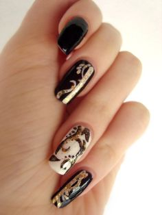 black_white_and_gold_nails_by_dancingginger