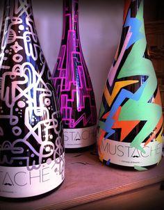 "Botellas de cerveza Mustache pintadas exclusivamente para ""Palma Brew"", Malasaña, Madrid."
