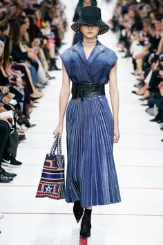 af63d9e28f Christian Dior Fall 2019 Ready-to-Wear Fashion Show