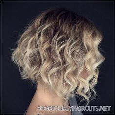 71 most popular ideas for blonde ombre hair color - Hairstyles Trends Bob Haircut For Fine Hair, Bob Hairstyles For Fine Hair, Curly Hair Cuts, Short Curly Hair, Short Hair Cuts, Curly Hair Styles, Hairstyles 2018, Short Wavy, Medium Hairstyles
