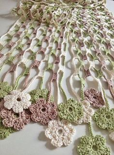 Etsy の Nature flowery crochet echarpe by GabyCrochetCrafts Poncho Crochet, Crochet Shawl Diagram, Crochet Motifs, Thread Crochet, Crochet Scarves, Crochet Crafts, Crochet Clothes, Crochet Stitches, Crochet Projects