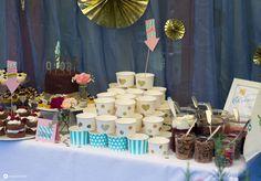DIY Cheesecake Topping Buffet mit White Chocolate Cheesecake und vielen Soßen und Toppings für den Hochzeit Sweet Table in gold, blush und mint.