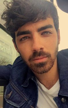 What would happen if by accident (literal) you met Joe Jonas? Jo… Fanfic - All About Jonas Brothers, Band Of Brothers, Joe Jonas, Famous Celebrities, Celebs, Beautiful Men Faces, Wattpad, Romance, Man Crush
