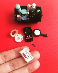 Miniature makeup