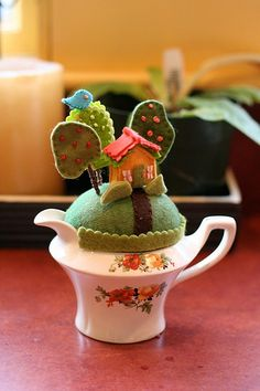 This is only a photo - no pattern - but it is so adorable. Mrs. Blossom's Tiny World | Flickr - Photo Sharing!