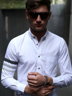 The 3 stroke shirt white from FACA -an international affair-