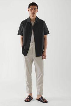 Comment bien s'habiller pour une soirée d'été ? Nos conseils pour homme. Tapered Trousers, Sunglasses Shop, On Repeat, Sweater Shop, Suits You, Brown And Grey, Zip Ups, Menswear, Normcore