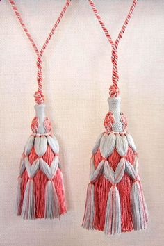 SURREY TASSEL, gotta make these for my new room! See The Nester to get an ebook on making tassels. Yarn Crafts, Diy And Crafts, Arts And Crafts, Saree Tassels, Diy Tassel, Passementerie, Romantic Gifts, Hand Embroidery, Weaving