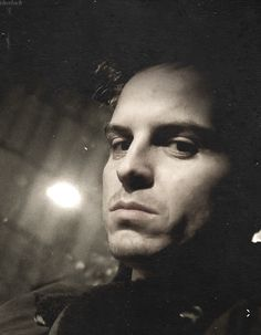 Andrew Scott, the one who will give you one look, with infinite meanings. Looking into my soul! Andrew Scott, James Moriarty, Scottish Accent, Thomas Doherty, Best Supporting Actor, Many Faces, Pretty Men, Johnlock, Baker Street