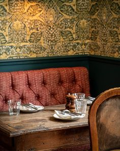 A Restaurant Worth Travelling To: The Swan, Cotswolds Modern Room, Mid-century Modern, Interior Decorating Styles, Interior Design, Eclectic Wallpaper, Soho Farmhouse, Cafe Restaurant, Cafe Bar, Architrave