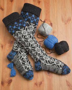 Woolen Collectibles - Kalispell, MT - Fair Isle Stockings - Pattern - 60 Quick Knits from America's Yarn Shops Crochet Socks, Knitting Socks, Hand Knitting, Knit Crochet, Knit Socks, Knitting Ideas, Cosy Socks, Warm Socks, Woolen Socks