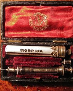 Self injecting morphine kit from the 1800s. #VictorianMedicine #Morphine