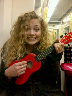 Carrie Hope Fletcher and her famous krave ukulele Perfect People, Pretty People, Beautiful People, Carrie Hope Fletcher, Dodie Clark, Curly Girl Method, Dan And Phil, Ukulele, Role Models