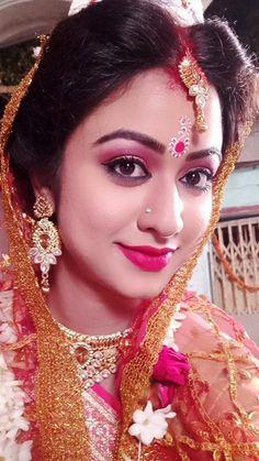 Bengali Bridal Makeup, Hand Painted Sarees, Glamorous Makeup, Cute Girl Face, Photos Tumblr, Beautiful Indian Actress, Beautiful Eyes, Indian Beauty, Girl Pictures