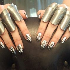 @gigihadid  wore some AMAZING nails at the #METGala but not all of us can afford a $2000 manicure. #MetallicChromeSilverJN will give you that chrome look for much cheaper. The @todayshow  agreed! #Jamberry