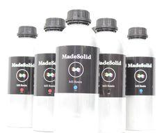【紫外線硬化樹脂】 FLASHFORGEの光造形3DプリンターExplorerはMadeSolidレジンを使用しております。 MadeSolidはPET+の場合と同じく、今出回っている素材の欠点をなくした特製のレジンです。