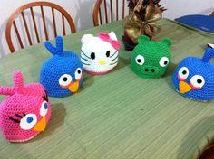 Gorros crochet Angry BIrds, Hello Kitty
