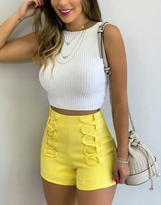 White crop top and yellow shorts Edgy Outfits, Cute Casual Outfits, Short Outfits, Summer Outfits, Girl Outfits, Fashion Outfits, Yellow Shorts, Ideias Fashion, Girl Fashion