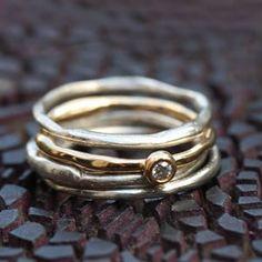 Composition d'alliances en argent et or, diamant, par Laurence oppermann pour l'Atelier des Bijoux Créateurs.