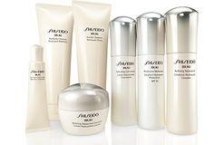 Ibuki huidverzorgingsproducten van Shiseido bouwen de weerstand van de huid op en beschermen deze tegen UV-stralen, droogheid en dagelijkse stress door langdurige hydratatie. Ibuki huidverzorging brengt je huid in een super-gehydrateerde toestand, zodat het haar volle, gezonde, vochtrijke vorm kan handhaven. Ibuki van Shiseido brengt je huid weer tot leven, beter gehydrateerd met een mooie volle textuur.