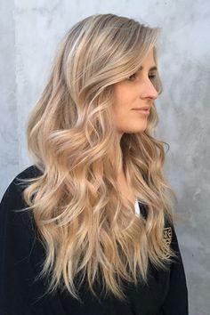Champagne blond highlights on a natural base or beige base color