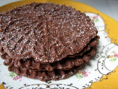 nutella pizzelle 3 large eggs cup sugar 1 stick unsalted butter, melted and cooled cup Nutella 1 cups all-purpose flour, sifted 2 teaspoons baking powder powdered sugar 2 tbs vanilla extract Pizzelle Maker, Pizzelle Cookies, Cookies Et Biscuits, Italian Cookies, Italian Desserts, Vegan Desserts, Delicious Desserts, Yummy Food, Cookies