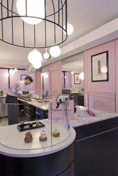 Star pastry chef Philippe Urraca has opened a patisserie that's just devoted to profiteroles, and it's drawing the foodie crowds in the Marais district. Profiteroles, Paris Travel, France Travel, Paris In September, Paris Eats, Tuileries Paris, Pray For Paris, Master Baker, Springtime In Paris