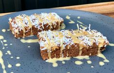 Want a snack that tastes as good as it looks? This Raw Peanut Butter & Coconut Brownie Slice is full of antioxidants and good fats, and just 180 calories. Healthy Mummy Recipes, Healthy Sweet Treats, Healthy Baking, Baby Food Recipes, Sweet Recipes, Baking Recipes, Healthy Foods, Coconut Brownies, Raw Peanuts