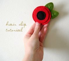 ordinary mommy design: DIY :: Felt Flower Hair Clip Tutorial (or could be a pin) Felt Flowers, Diy Flowers, Flowers In Hair, Fabric Flowers, Felt Hair Clips, Flower Hair Clips, Flower Headbands, Felt Diy, Felt Crafts