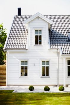Is this considered a dormer window? Farmhouse Chic, Country Farmhouse, Swedish House, Scandinavian Home, Modern Country, White Houses, House Goals, House Painting, Architecture Details
