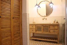 ארונות אמבטיה מעוצבים בשלל סגנונות, צבעים וצורות מבית טורקיז האוס. ארונות אמבטיה מעץ מלא עתיק, עץ אלון, עצי טיק ועוד. בואו להתרשם מהמגוון והאיכות!