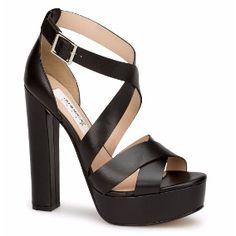 de68ad49 27 mejores imágenes de tacones Andrea   Wedges, Beautiful shoes y ...
