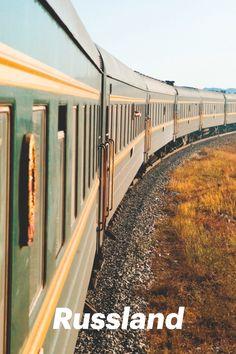 Interessierst du dich für eine Reise nach Russland? Sehenswürdigkeiten gibt es im ganzen Land, doch welche Orte sollten Sie besuchen? Unsere Experten haben ihr Insiderwissen mit uns geteilt und wir wollen es dir nicht vorenthalten. Hier also Globetrotters echte Russland Geheimtipps. Railroad Tracks, Hush Hush, Russia, Destinations, World, Nature, Travel, Tips, Train Tracks