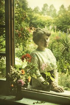 Women in Early Color Photography: 41 Stunning Pictures of Edwardian Beauties From Between the and ~ vintage everyday Vintage Pictures, Old Pictures, Vintage Images, Old Photos, Edwardian Era, Edwardian Fashion, Belle Epoque, Color Photography, White Photography