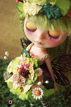 Kuloft Custom Blythe No.21 Pixxie Doll Her namm is Cara (Cara Delevingne) Pixxie Doll - New reroot green color - New Faceup - Paint eyelid (Yellow ) -Curve Mouth -she has little freckles -She has 4 special eyechip (Sabparos brand) -eye brown - Licca body --- She dont have stand. ****** Original Blythe : Sunshine Holiday ******** Accessory Kuloft item - Hat - Special Dress flowers dress. - crown -socks -brown shoes -Pullring Not include : If you want to see other pic Pls, cont...