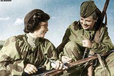 Soviet women snipers Nina Lobkovskaya (right) Ww2 Women, Army Women, Soviet Army, Soviet Union, Combat Medic, Female Hero, Female Fighter, Red Army, World War Two
