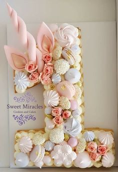 Mesmerizing Number Cakes which are Real Show-Stoppers hypnotisierende Anzahl Kuchen, die echte Show-Stopper sind Baby Cakes, Girl Cakes, Smash Cakes, Number Birthday Cakes, Number Cakes, Girls 1st Birthday Cake, Number One Cake, Birthday Letters, Birthday Table