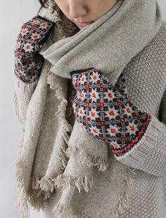 "Вязание. Жаккард - ""Зимняя радуга"" Fingerless Mittens, Knit Mittens, Knitted Gloves, Knitting Socks, Hand Knitting, Knitting Patterns, Wrist Warmers, Hand Warmers, Yarn Inspiration"