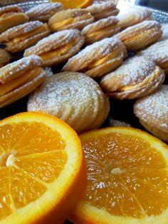 Βιενεζικα μπισκότα με γέμιση κρέμα πορτοκαλιού..! Πολύ πολύ νόστιμα! - Daddy-Cool.gr Greek Desserts, Greek Recipes, Sweets Cake, Cupcake Cakes, Healthy Snaks, Greek Cookies, Cranberry Cookies, Chocolate Sweets, Biscuit Cookies
