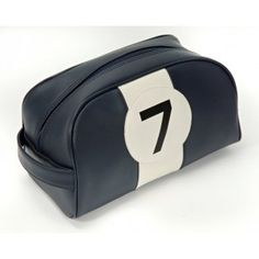 http://www.monjolishop.com/2711-5875-thickbox/trousse-de-toilette-wild-and-wolf-stirling-moss.jpg 50 €