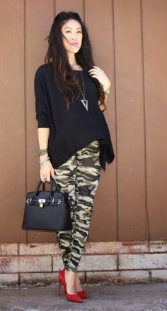 How To Wear Camo To Work: 17 Ideas Source by outfits Camouflage Fashion, Camo Fashion, Look Fashion, Fashion Pants, Fashion Outfits, Womens Fashion, Fashion Trends, Camouflage Outfit, Camo Jeans Outfit