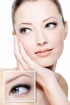 Beginner Eyeliner Look: Top Lashline #SimpleEyeliner Simple Eyeliner, Perfect Eyeliner, Blue Eyeliner, Eyeliner Looks, How To Apply Eyeliner, Eyeliner Ideas, Waterline Eye Liner, Winged Liner, Eyeliner For Beginners