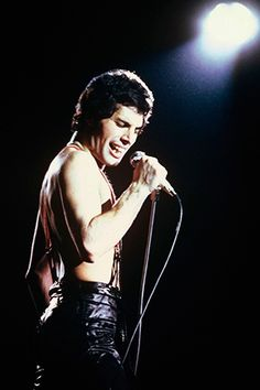 ROLLING STONE (POSTED BY JASON NEWMAN) QUEEN TO RELEASE NEW ALBUM WITH UNRELEASED FREDDIE MERCURY SONGS