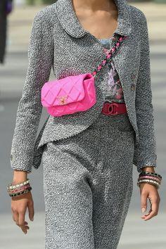 Jun 14, 2019 - Chanel pink bag #pinkbags #pursesandhandbags #bags Chanel Resort, Chanel Cruise, Fashion Handbags, Fashion Bags, Womens Fashion, Fashion Trends, London Fashion, Fashion Fashion, Chanel Fashion