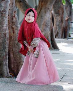 Model Baju Gamis Anak Perempuan Hijab Niqab, Hijab Outfit, Baby Hijab, Kebaya, Kids Fashion, Fashion Design, Sewing For Kids, Baby Dress, Muslim
