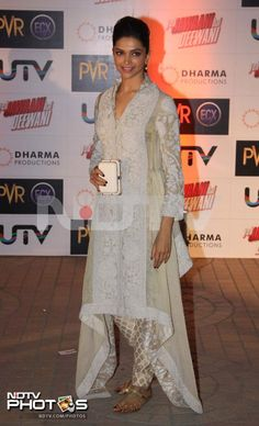 Deepika Padukone was a vision in traditional white and gold at a special screening of her new movie Yeh Jawani Hai Deewani in Mumbai. She accessorised her asymmetrical outfit with a white miniaudiere.