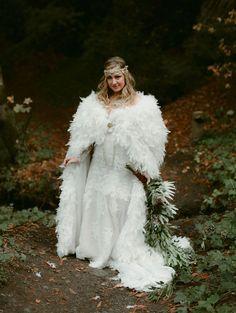 Tendance Robe du mariée 2017/2018  Boho Feather Cape Wedding