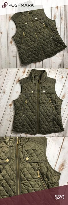 """Women Vince Camuto Green Quilted Vest Green quilted Vince Camuto vest size XL in great condition. Like the product but not the price? Make me an offer. I consider all offers. Measurement flat lay- Shoulder to shoulder (16"""") Top of color to bottom (28"""") Bust (15"""") Vince Camuto Jackets & Coats Vests"""