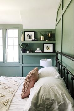 When Your Favorite IG Account Opens A Shop: An Interview with Studio McGee - Wit & Delight Studio Mcgee, Guest Bedrooms, Guest Room, Cottage Bedrooms, Style At Home, Home Bedroom, Bedroom Decor, Bedroom Shelves, Beautiful Bedrooms